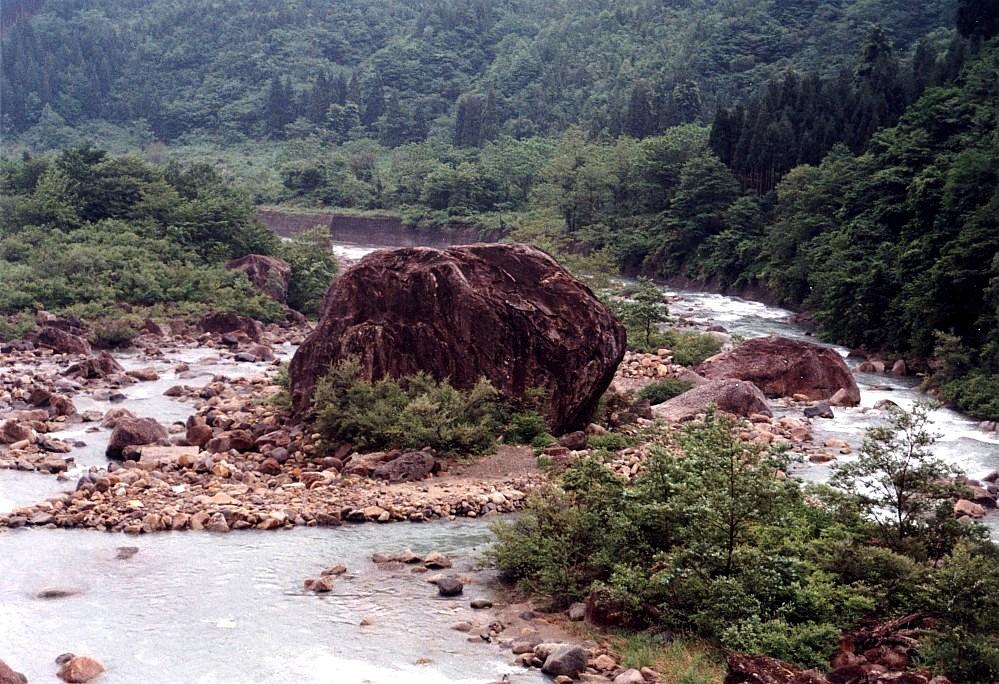 白峰百万貫の岩